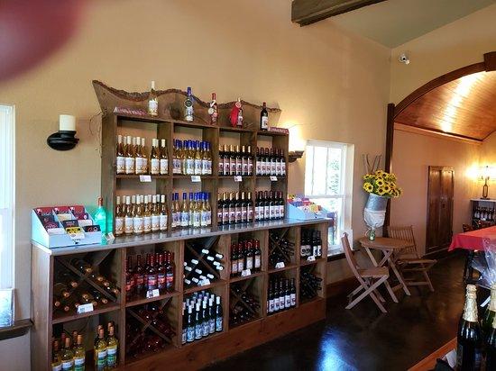 Alanson, MI: Crooked Vine Vineyard & Winery