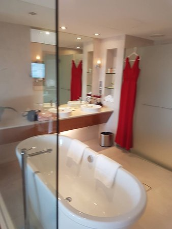 Junior Suite bathroom, huge
