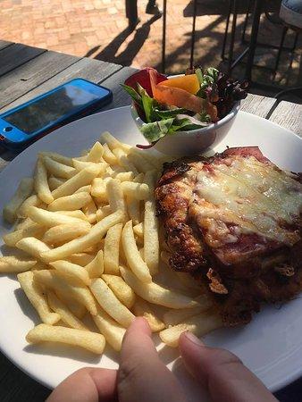 Gidgegannup, Australien: Chicken Parmy
