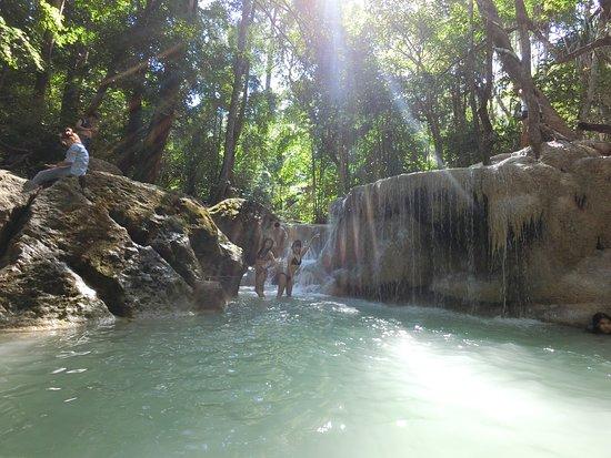 Vodopády Erawan: 越上面人越少~~必須要先爬山才能抵達
