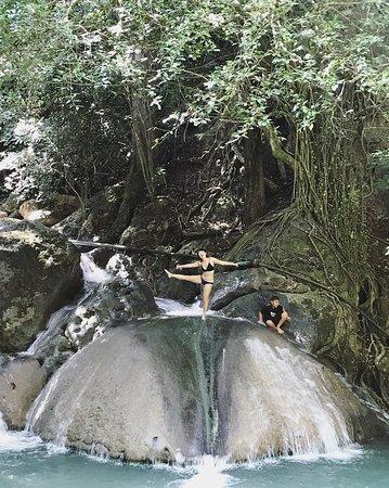 Vodopády Erawan: 這個溜滑梯很好玩!!!