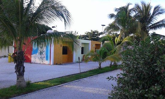 Escarcega, เม็กซิโก: estacionamiento amplio y patio