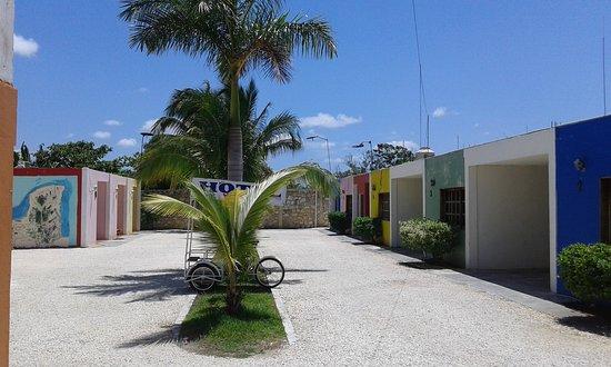 Escarcega, เม็กซิโก: ampliacion de estacionamiento y patio
