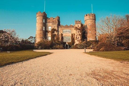 Entrada al castillo y a los jardines...