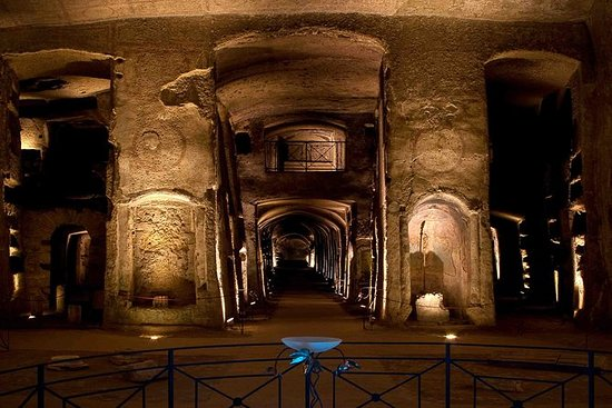 Visite officielle des catacombes de...