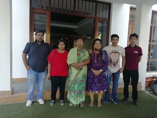 Kunjithanny, Индия: Happy guest Mr Rakesh Jain and family.