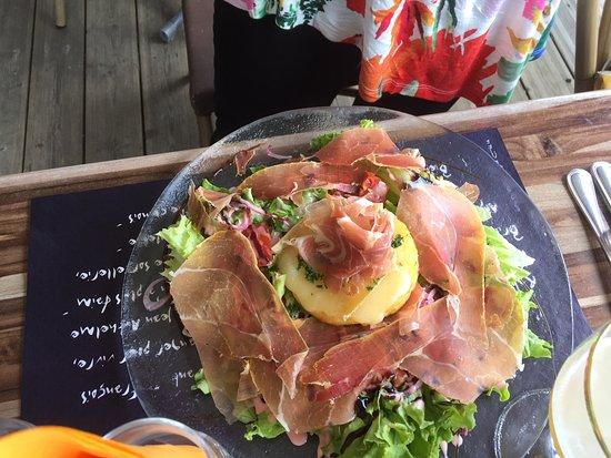 Les Saisies, فرنسا: Une des nombreuses salades proposées