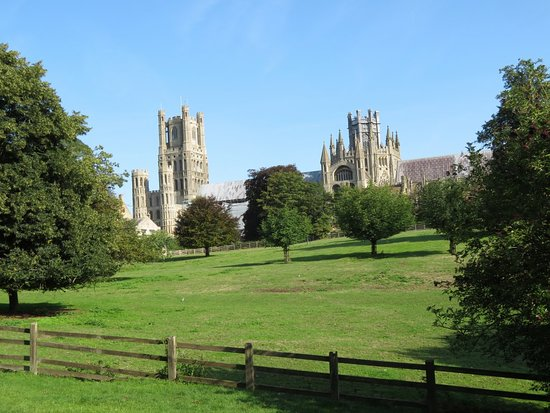 Ely Cathedral: Ely - a huge cathedral in a tiny town