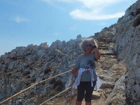 Anafi, Greece: Το μονοπάτι προς τον ουρανό ...