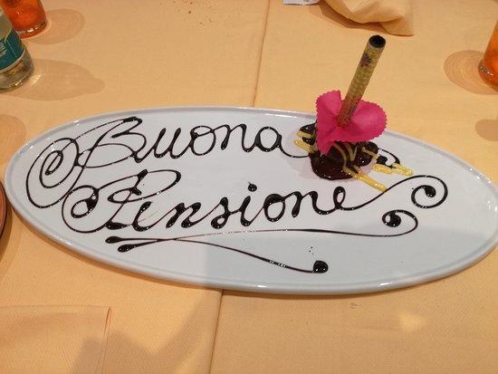 Ровербелла, Италия: Dessert a sorpresa con scritta di cioccolato