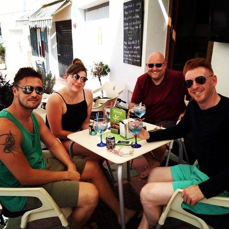 Bar Fandangos Frigiliana: Flavoured gins going down a treat!