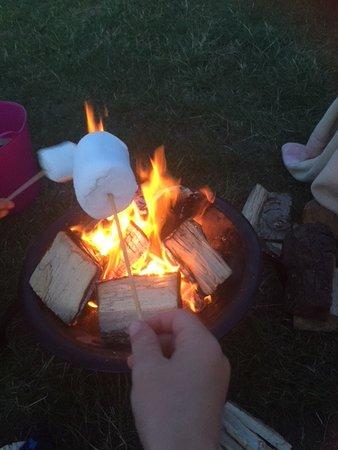 Eastry, UK: Marshmallow toasting!