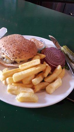 Gloria's Bar & Restaurant: Cheddarburger