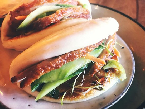 Orihuela Costa, Испания: Smoked Duck with Pickled Cucumber, Hoisin, Steamed Bao