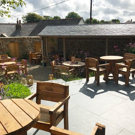 The beer garden - Picture of The Farmers Arms, Woolsery