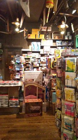 Fogelsville, PA: Cracker Barrel Gift Shop