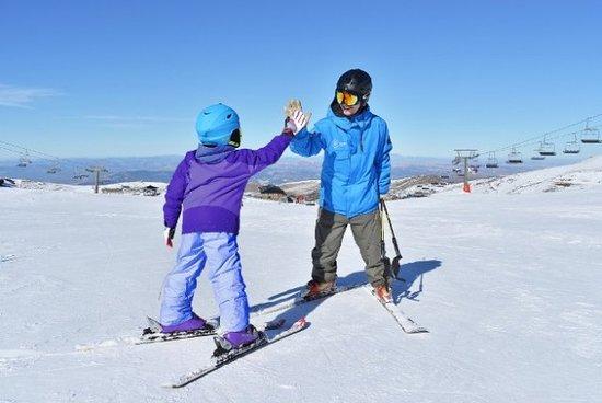 Pradollano, Spain: Clases de esqui para niños en Sierra Nevada