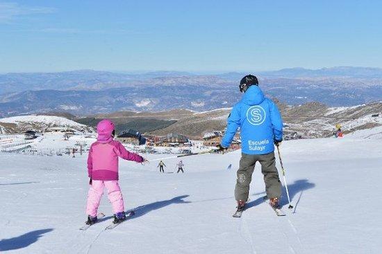 Pradollano, Spain: Clases para niños de esqui, Sierra Nevada