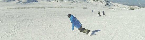 Pradollano, Spain: Profesor realizando snowboard