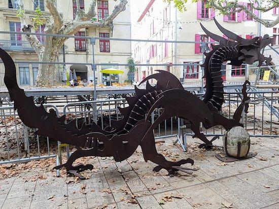 Dragón de Beaucaire en la plaza Vieille