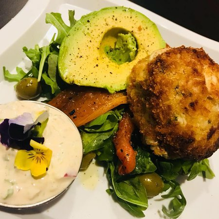 Montrose, NY: Award-Willing Crabcake over a bed of greens served with Avocado