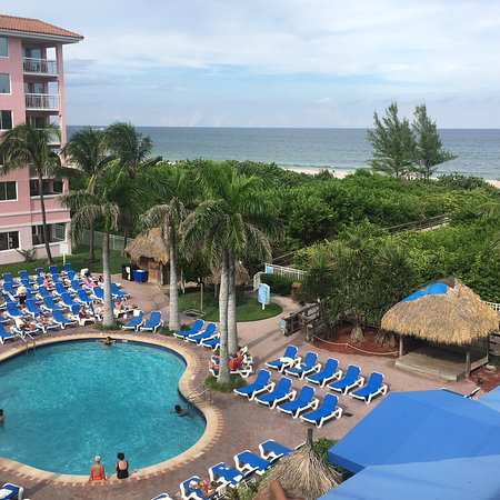 Palm Beach Shores Resort & Vacation Villas: View from our unit on 4th floor