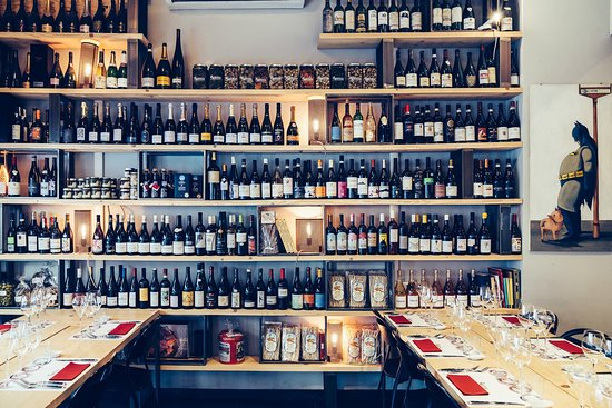 罗肖尼葡萄酒和美食品尝