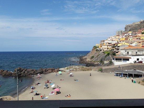 Castelsardo, Italia: La plage vue de notre chambre à l'hôtel Riviera