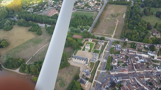 Saint-Aquilin-de-Pacy, France : CHATEAU
