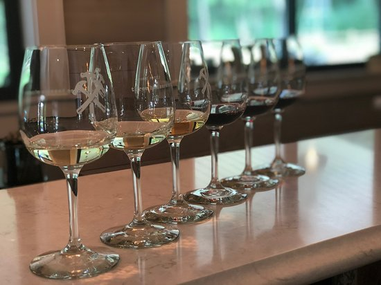 Three Hammers Winery: Variety of crafted wines