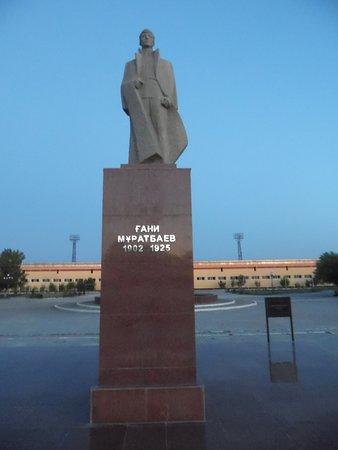 Kyzylorda, Kasachstan: Gani Muratbayev Monument