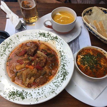 Barhana: Pptaje bosnio, sopa de zanahoria y papija (pollo, espectacular).
