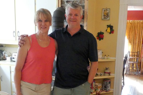 Spaniard's Bay, Canadá: Lorraine (Nicole Kidman double) and Greg