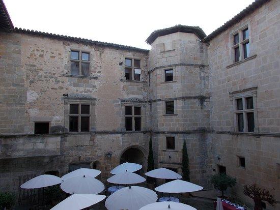 Couiza, France: cour restaurant)