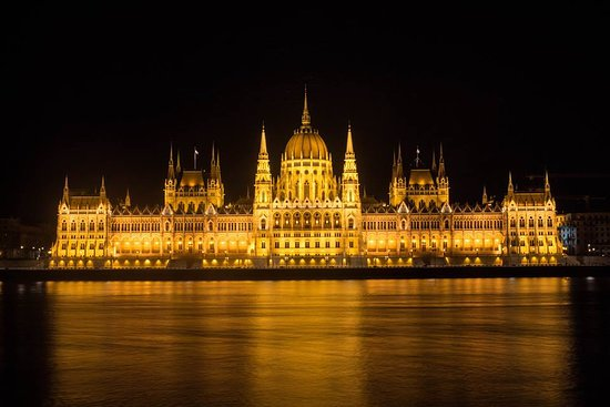 Photo Tours in Hungary by Miklós Mayer: Parliament front side