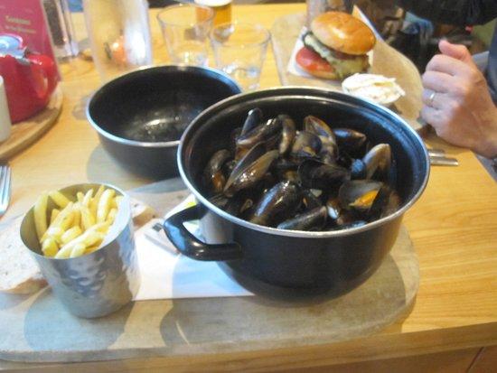 Kilsyth, UK: moules marinières