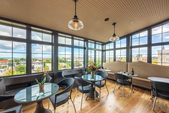 Andrew Pinckney Inn: Enjoy historic Charleston views from our Rooftop Solarium