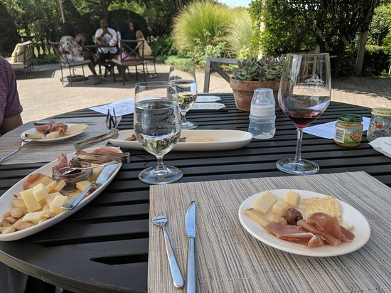 ‪‪Kendall-Jackson Wine Estate & Gardens‬: Beautiful winery with great 🍷 and 🧀!‬