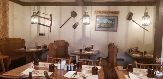Mahomet, IL: Hen House Interior