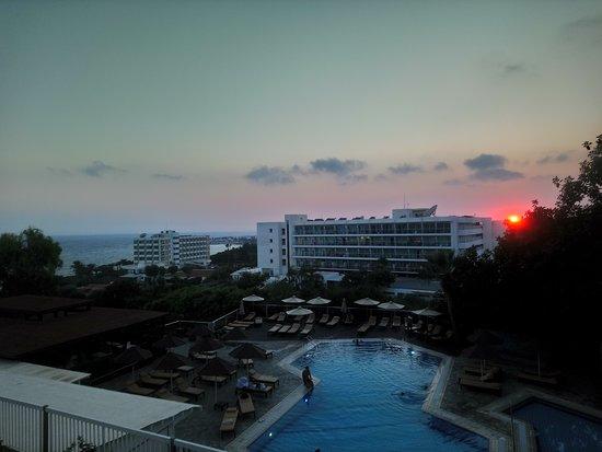 Bella Napa Bay Hotel: the sunset