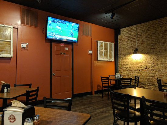 Oz Pizza: More Tables and TV entertainment