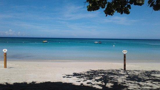 Paradise Beach Hotel: Playa ideal para descansar.