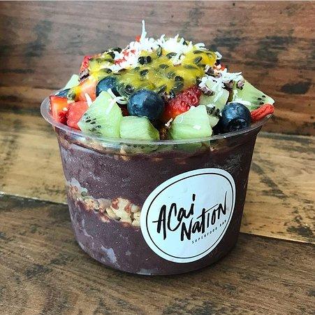 Noosa Heads, Australia: Reg Acai, deluxe muesli, fresh fruit, passion pulp