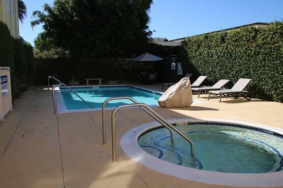 Best Western Plus San Pedro Hotel & Suites : Nice pool relaxing area