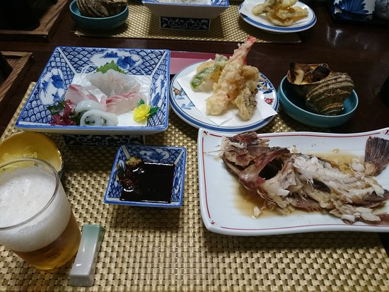 Hakata-jima, Japon : すみません煮魚は少し食べてしまったあとの写真です
