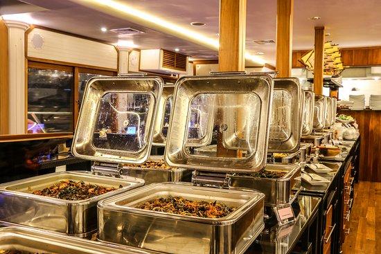 Nugegoda, Sri Lanka : Indoor air conditioned restaurant