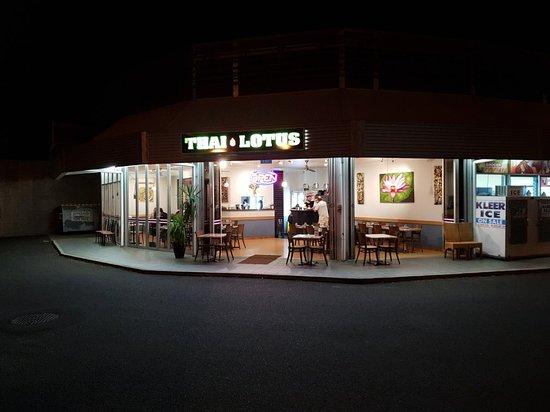 Wurtulla, Australia: Venue and mains