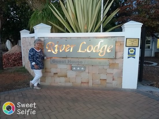 The beautiful entrance to River Lodge Vredendal