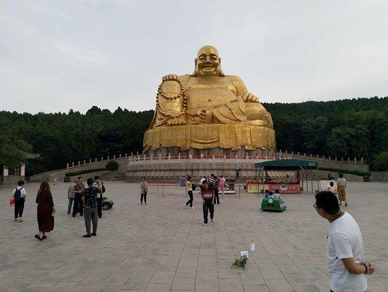 Thousand-buddha Cliff Statues: Large Sitting Buddha Statue