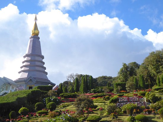 Twin Royal Stupas (Phra Maha Dhatu Nabha Metaneedol and Nabhapol Bhumisiri